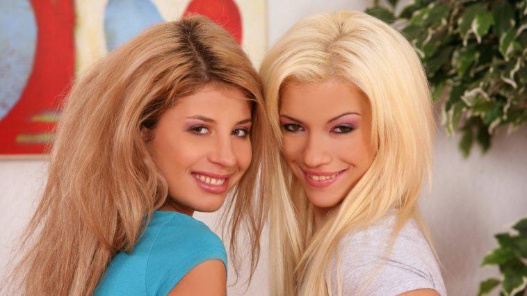 Sapphic Erotica Anya & Dalia in Limber Lovers 1